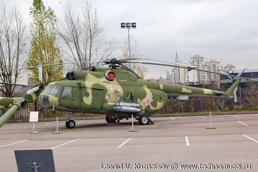 Транспортный вертолет Ми-8Т в Музее на Поклонной горе