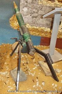 """Захваченный у террористов кустарный станок для запуска неуправляемых реактивных снарядов на выставке """"Операция в Сирии"""" в парке Патриот"""