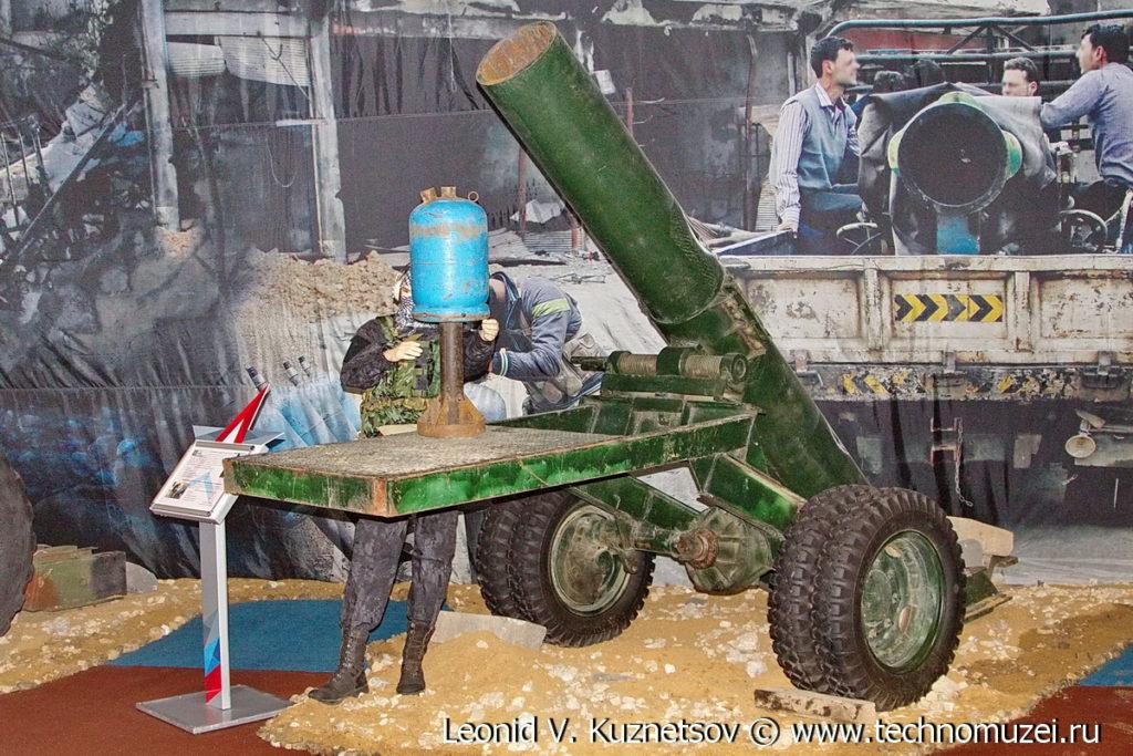 """Захваченное у террористов кустарное гладкоствольное орудие на выставке """"Операция в Сирии"""" в парке Патриот"""