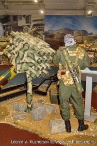 """Захваченная у террористов кустарная пусковая установка залпового огня на выставке """"Операция в Сирии"""" в парке Патриот"""