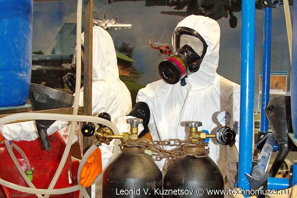 """Установка для кустарного производства химического оружия на выставке """"Операция в Сирии"""" в парке Патриот"""