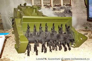 """Робототехнический саперный комплекс """"Уран-6"""" на выставке """"Операция в Сирии"""" в парке Патриот"""