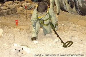 """Селективный индукционный миноискатель ИМП-С2 на выставке """"Операция в Сирии"""" в парке Патриот"""