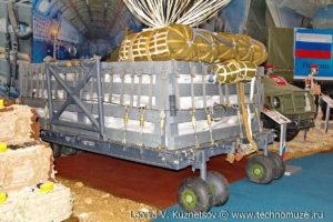 """Парашютная платформа П-7 с многокупольной системой МКС-5-128Р на выставке """"Операция в Сирии"""" в парке Патриот"""