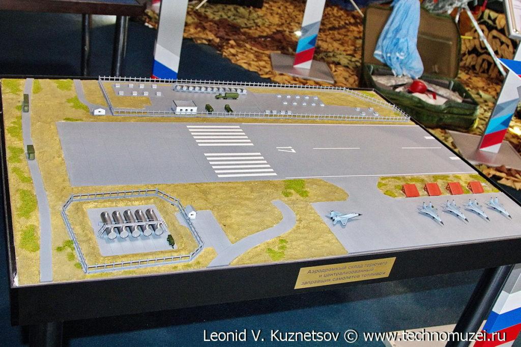 """Макет централизованного заправщика топливом ЦЗТ-4 на выставке """"Операция в Сирии"""" в парке Патриот"""