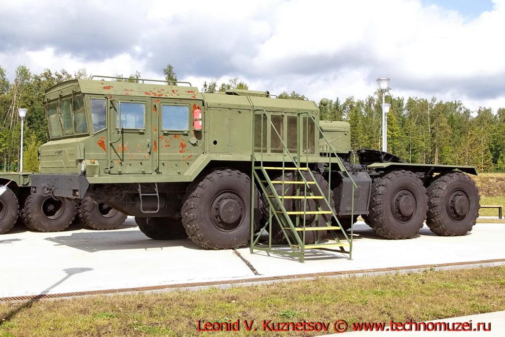 Седельный тягач КЗКТ-74281 в парке Патриот