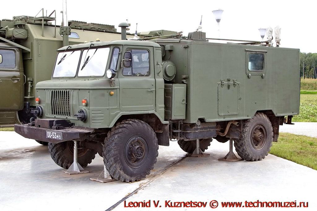 Командно-штабная машина Р-142 Деймос в парке Патриот