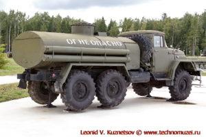 Топливозаправщик АТЗ-4,4-131 в парке Патриот