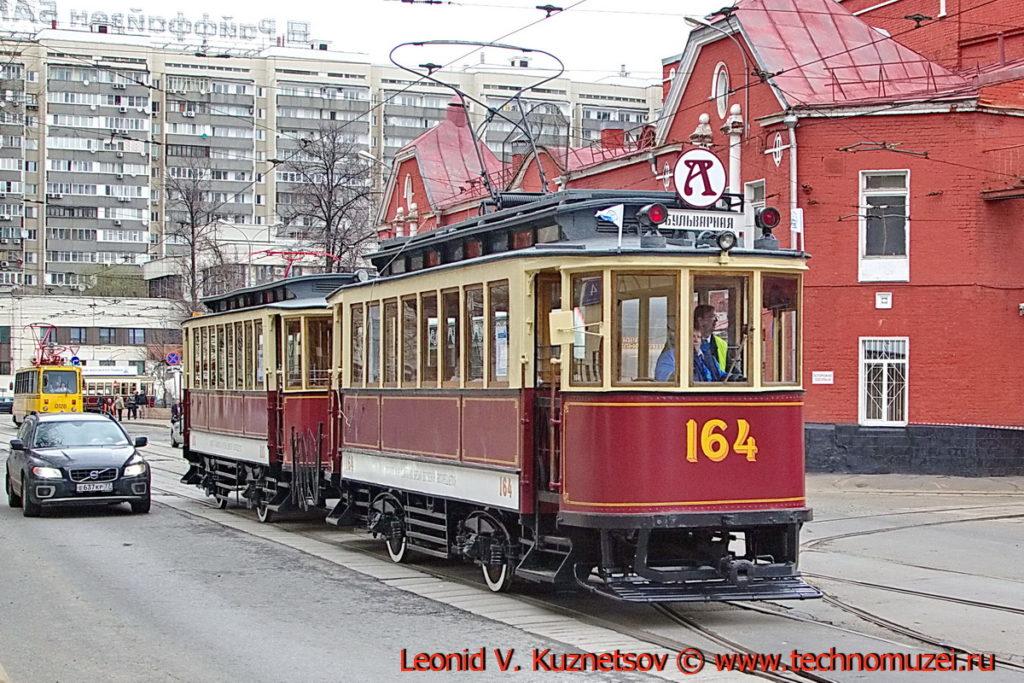 Трамваи Ф и Н на параде трамваев в Москве