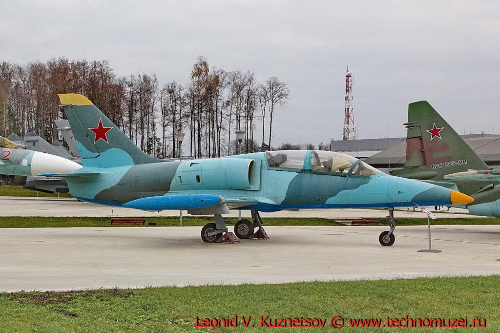 Учебно-боевой самолет Aero L-39 Albatros в парке Патриот