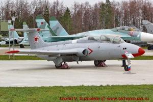 Учебно-тренировочный самолет Aero L-29 Delfin в парке Патриот