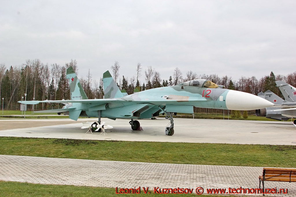 Истребитель Су-27 в парке Патриот