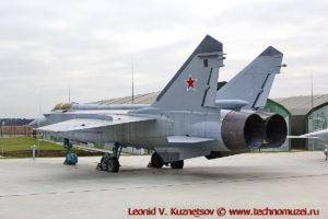 Истребитель-перехватчик МиГ-31 в парке Патриот
