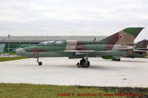 Истребитель МиГ-21УМ в парке Патриот