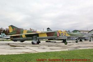 Истребитель-бомбардировщик МиГ-27 в парке Патриот