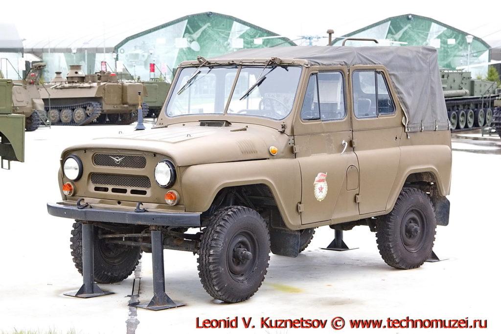 Машина радиационной и химической разведки УАЗ-469рх в парке Патриот