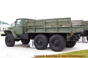 Грузовой автомобиль Урал-4320 в парке Патриот