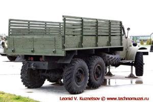 Грузовой автомобиль ЗиЛ-157 в парке Патриот