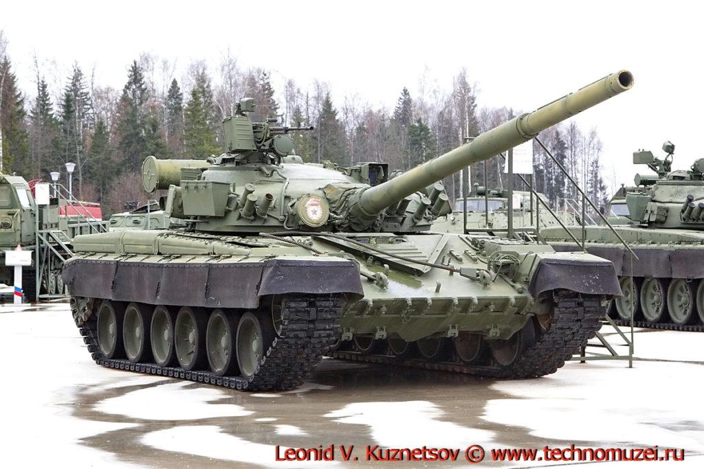 Танк Т-80Б Объект 219Р в парке Патриот