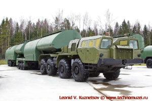 Топливозаправщик АТЗ-90-8685c в парке Патриот