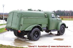 Маслозаправщик МЗ-51М в парке Патриот