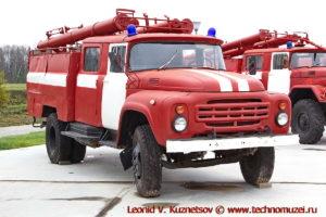 Пожарная автоцистерна АЦ-40(130) в парке Патриот