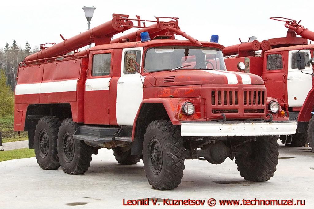 Пожарная автоцистерна АЦ-40(131) в парке Патриот