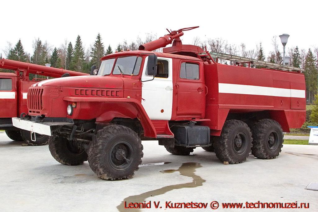 Пожарная автоцистерна АЦ-5,5(5557) в парке Патриот