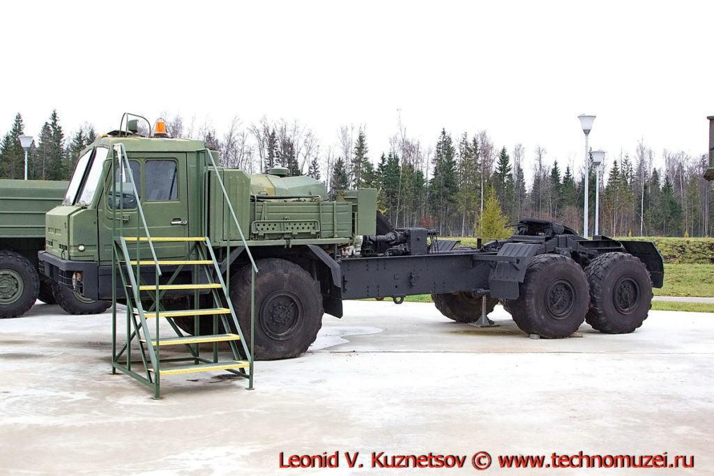 Седельный тягач БАЗ-6402 в парке Патриот