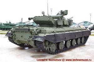 Танк Т-64Б1 в парке Патриот