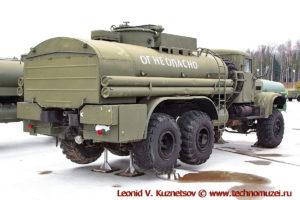 Топливозаправщик ТЗ-8-255Б1 в парке Патриот