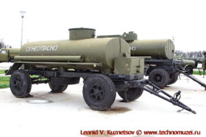 Прицеп-цистерна ПЦ-6,7 в парке Патриот