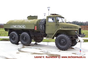 Топливозаправщик ТЗ-5-375 в парке Патриот