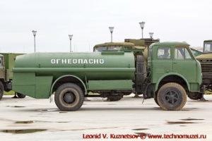 Топливозаправщик ТЗА-7,5-5334 в парке Патриот