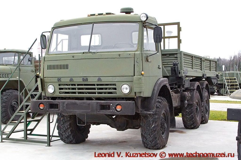 Грузовой автомобиль КАМАЗ-43101 в парке Патриот