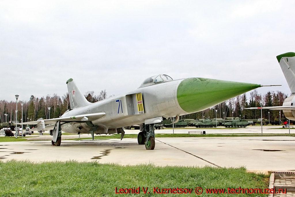 Истребитель-перехватчик Су-15 в парке Патриот