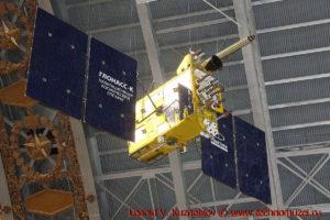 Макет спутника глобальной навигационной системы ГЛОНАСС-К в павильоне Космос на ВДНХ