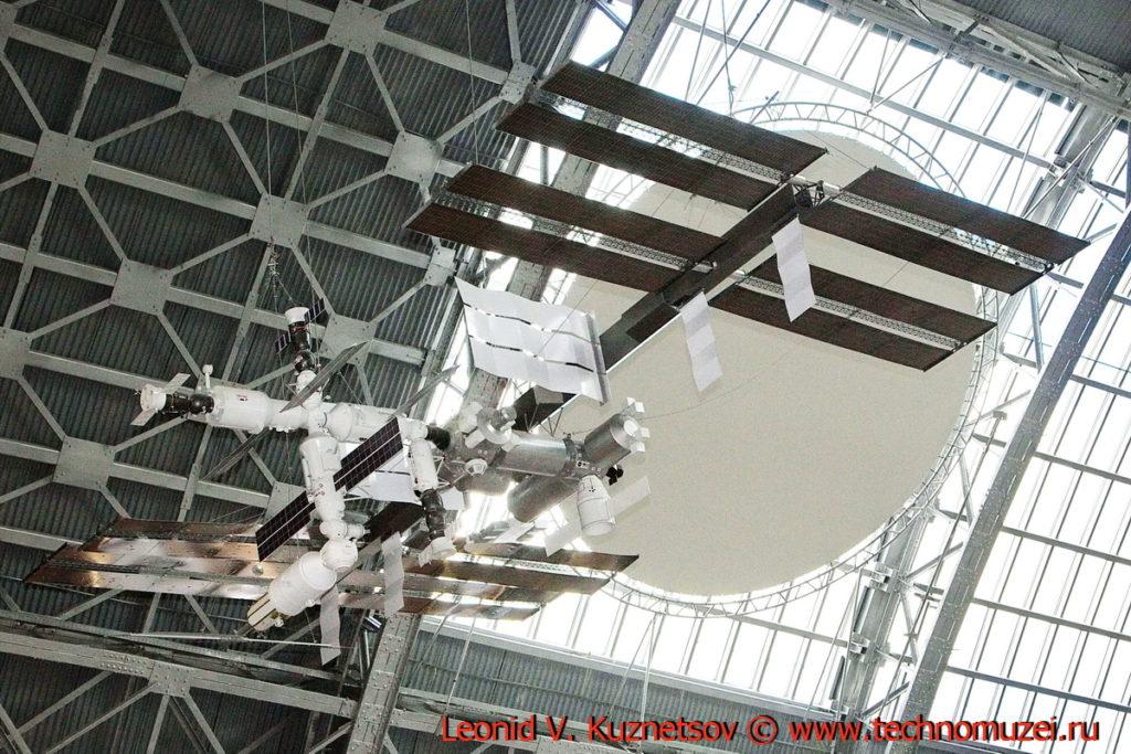 Макет орбитальной станции МКС в павильоне Космос на ВДНХ