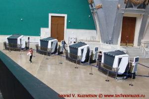 Интерактивные тренажеры-кабинки в павильоне Космос на ВДНХ