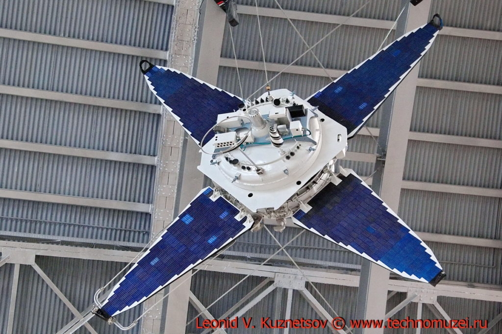 Макет спутника Прогноз в павильоне Космос на ВДНХ