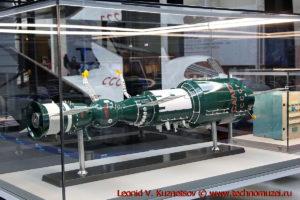 Макет орбитальной космической станции Салют-1 с транспортным кораблем Союз в павильоне Космос на ВДНХ