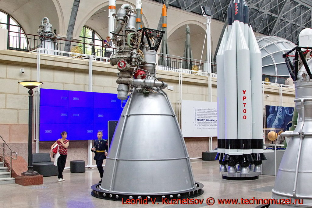 Ракетный двигатель НК-43 в павильоне Космос на ВДНХ