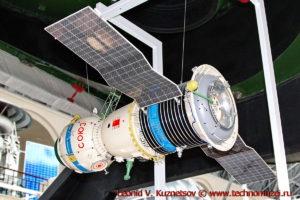 Макет космического корабля Союз в павильоне Космос на ВДНХ
