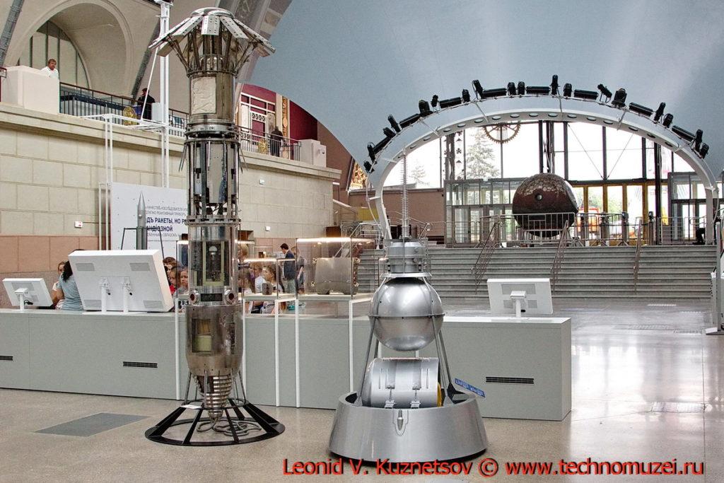 Боковой приборный контейнер ракеты В-2А в павильоне Космос на ВДНХ