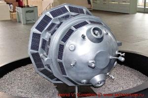 Макет станции Луна-3 в павильоне Космос на ВДНХ