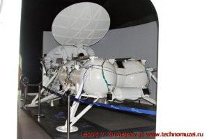 Луноход-2 с посадочным модулем в павильоне Космос на ВДНХ