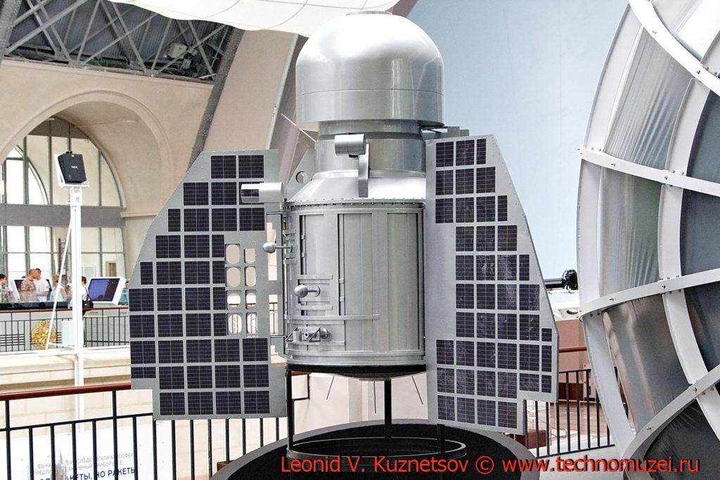 Макет станции Венера-1 в павильоне Космос на ВДНХ