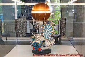 Масштабная модель станции Венера-9 в павильоне Космос на ВДНХ