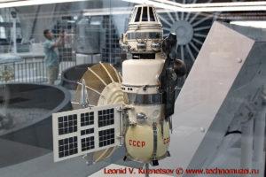 Масштабная модель станции Венера-4 в павильоне Космос на ВДНХ