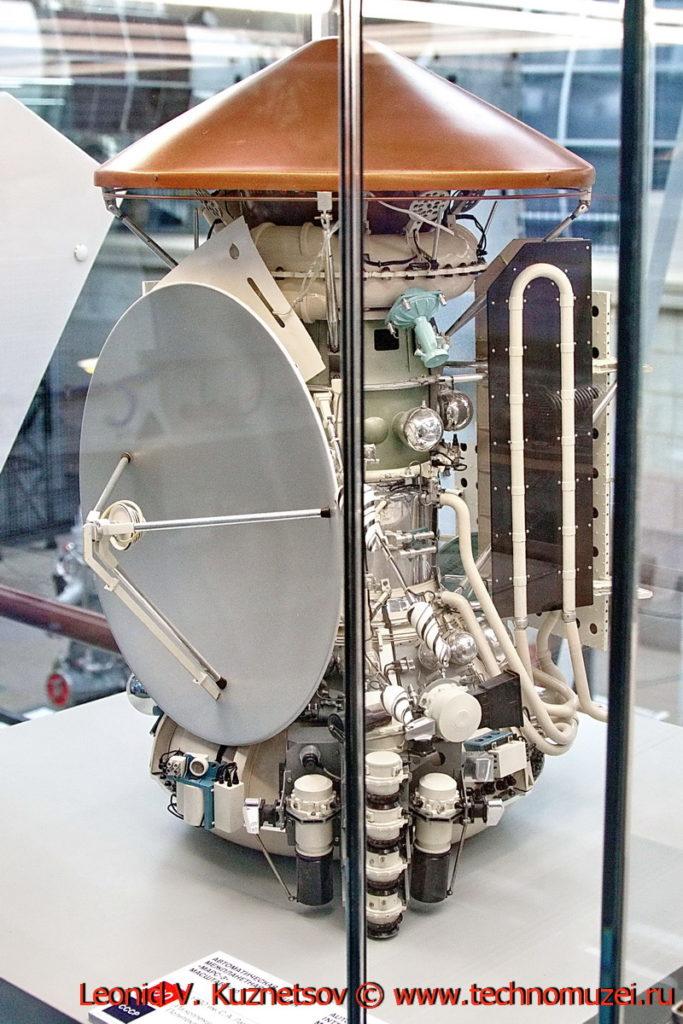 Масштабная модель станции Марс-3 в павильоне Космос на ВДНХ